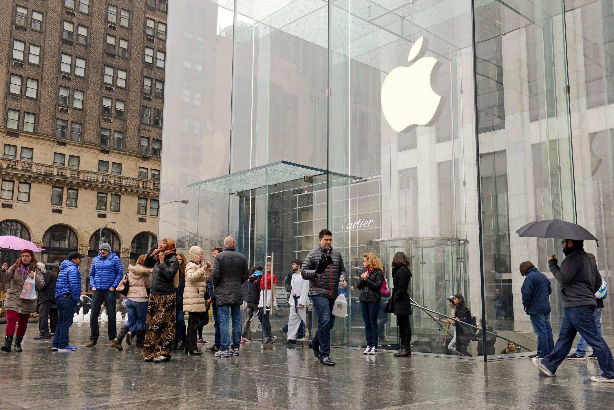 Apple Store - Manhattan - April 10 2015 NYC.jpg